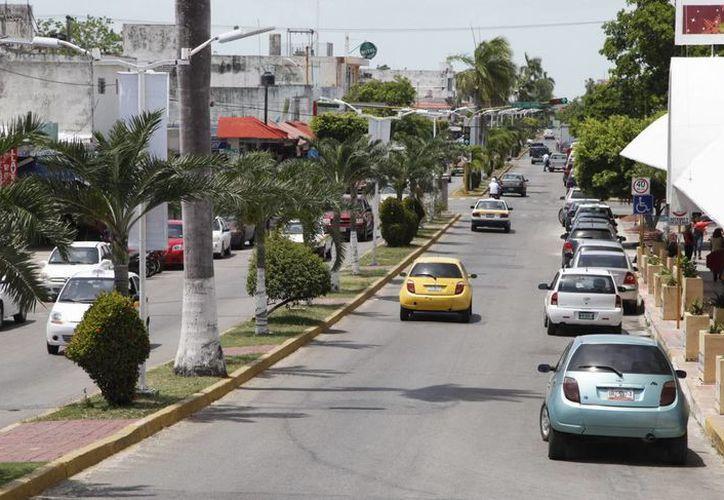 Este año se remodelará la avenida De Los Héroes, el proyecto prevé solucionar el problema de estacionamientos colocando parquímetros. (Jorge Carrillo/SIPSE)