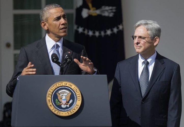 El presidente estadounidense, Barack Obama, confirma durante una ceremonia celebrada en la Casa Blanca la designación del juez Merrick Garland (d) para cubrir la vacante en la Corte Suprema. (EFE)