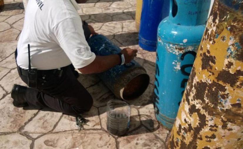 Protección Civil decomisó este miércoles nueve cilindros de gas, como resultado de denuncias ciudadanas. (Octavio Martínez/SIPSE)