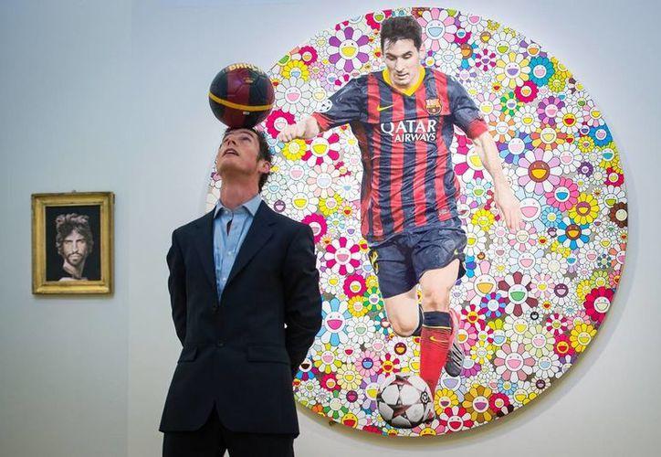 La obra 'Lionel Messi and a Universe of Flowers', del inglés Damien Hirst, se subasta en 301 mil a 452 mil dólares. (Sotheby's)