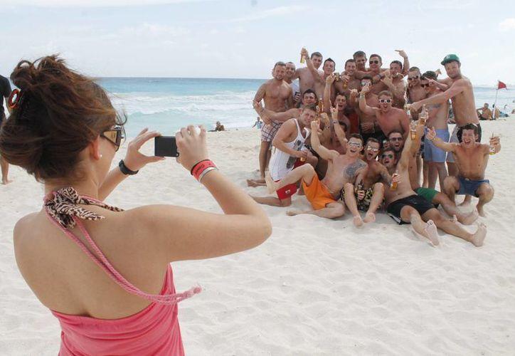 Crece demanda del turismo estadounidense hacia Cancún y Riviera. (Israel Leal/SIPSE)