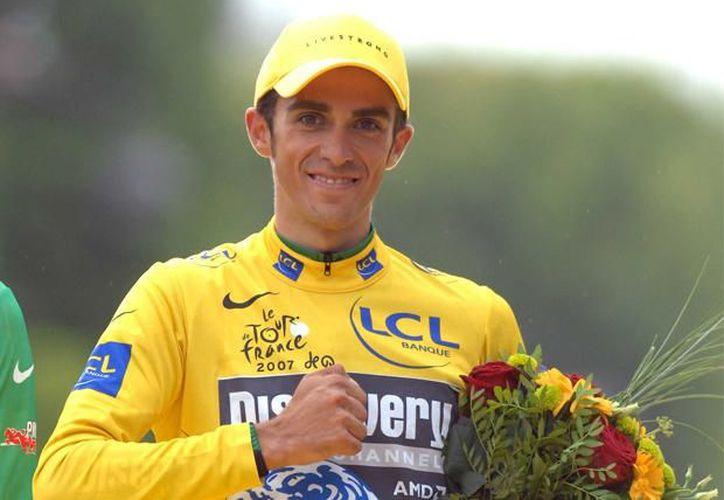 EL equipo en el que milita el dos veces ganador del Tour, no tiene licencia para correr directamente en el certamen galo. (Foto: Agencias)