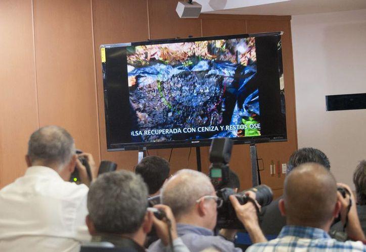 La PGR mostró a los periodistas imágenes, mapas y testimonios en video de los detenidos por la desaparición de los 43 normalistas. (Notimex)