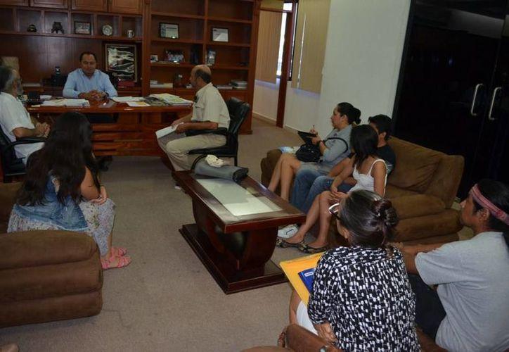 Se reúne alcalde con integrantes de la Contraloría Ciudadana. (Cortesía/SIPSE)