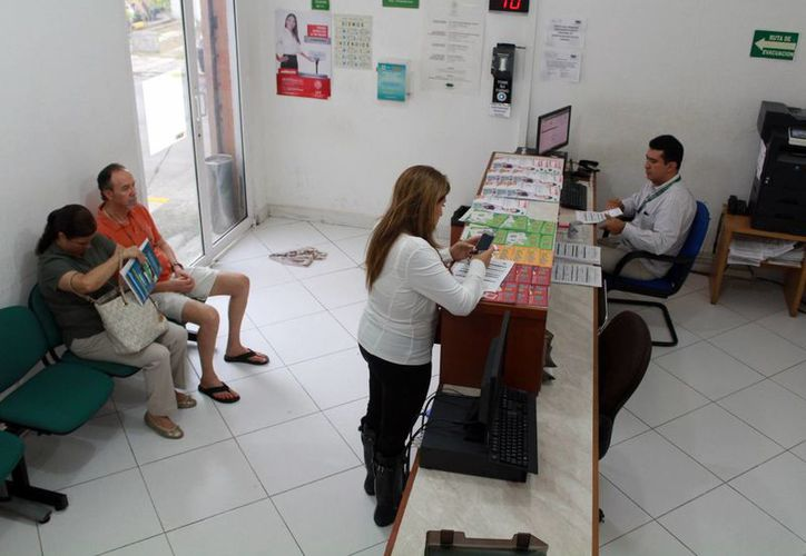 La Condusef asesora a la ciudadanía para comprar sólo lo necesario. (Luis Soto/SIPSE)