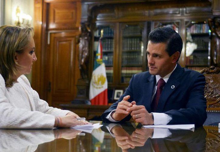 El presidente Enrique Peña Nieto se reunió con la titular de la SRE, Claudia Ruiz Massieu. (Notimex)