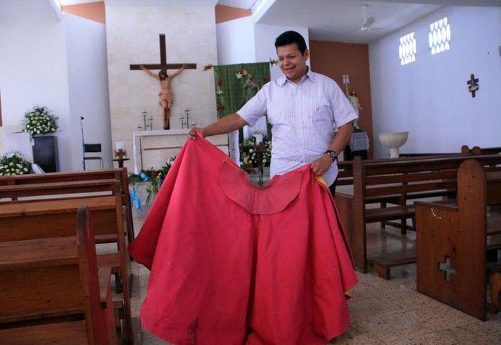 """El """"Padre Rayito"""" asegura que desde pequeño le gusta la tauromaquia, pero no matar al animal. (José Acosta/SIPSE)"""