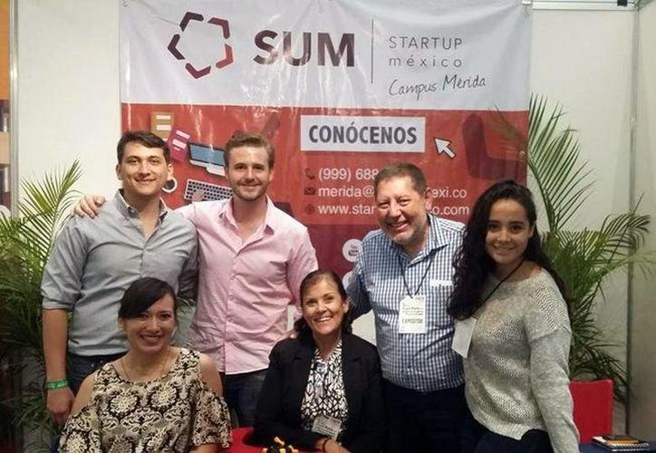 Max Quiroz Martínez  y Ruth Ebergenyi Vázquez, quienes pretenden crear una app para ayudar a los preparatorianos a aprender mejor diversas ciencias, forman parte de la primera generación del programa de incubación de Start up México Campus Mérida. (SIPSE)