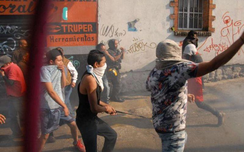 Buscaban justicia por propia mano, pero llega policía y se enfrentan