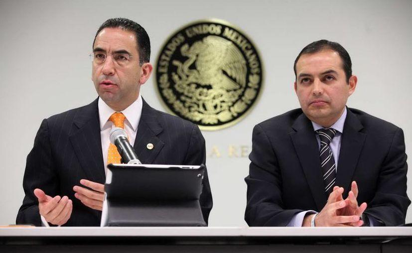 Luisa María Calderón, junto con Javier Lozano (izq) y Ernesto Cordero (der), son los únicos que no han hablado con Jorge Luis Preciado. (Notimex)