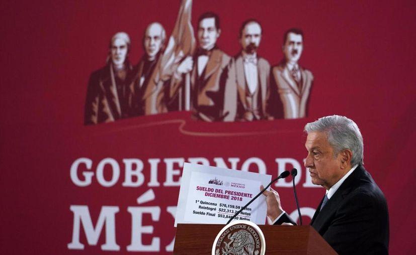 El presidente de México, Andrés Manuel López Obrador anunció esta mañana que devolvió parte del dinero que recibió como paro en su primera quincena. (Internet)