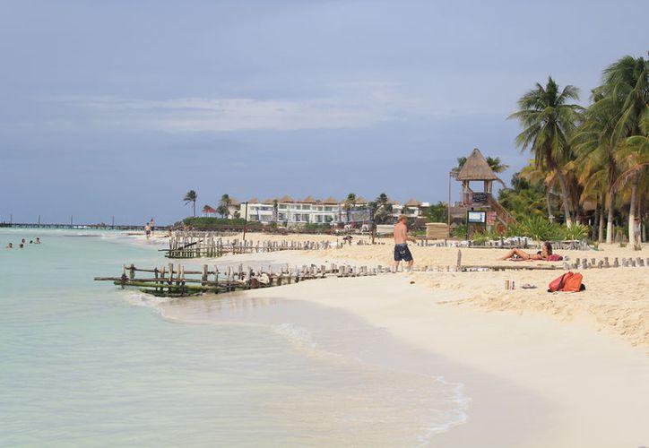 Cozumel, Isla Mujeres y Holbox tendrán programas de mejoramiento de playas.
