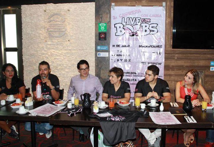 La conferencia de prensa se realizó en un restaurante de la ciudad. (Luis Soto/SIPSE)