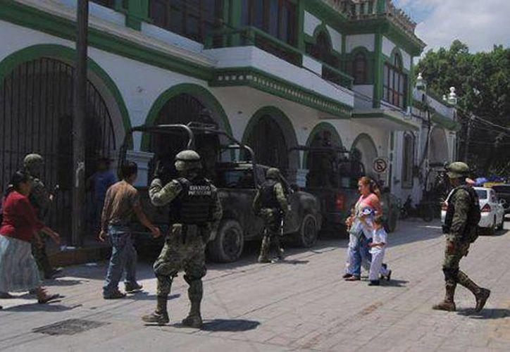 Imagen de un grupo de militares que llegaron a Chilapa para resguardar el orden del lugar. (Milenio)