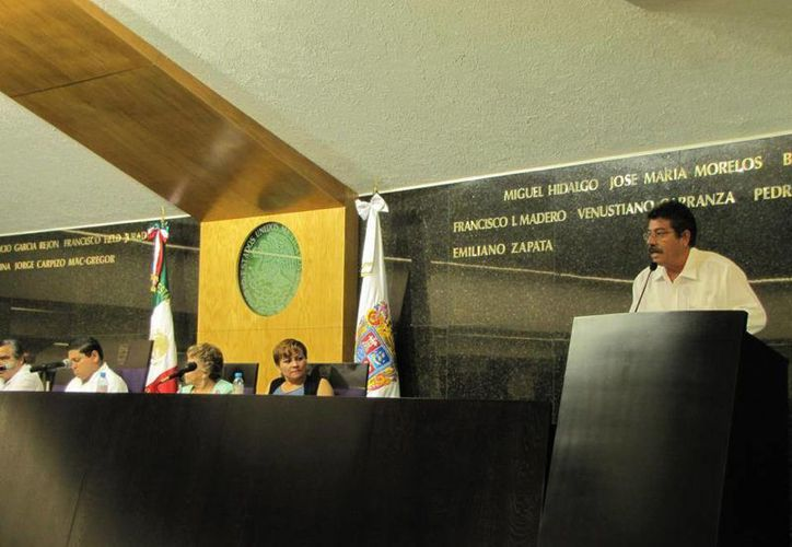 El diputado Luis Castillo Valenzuela se pronuncia ante el pleno del Congreso campechano. (Facebook/Poder Legislativo de Campeche)