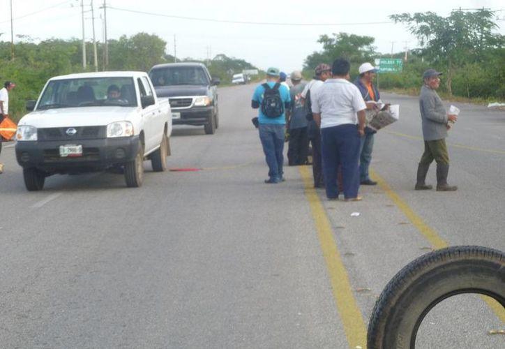 Continúa el conflicto social en el poblado El Cedral. (Raúl Balam/SIPSE)
