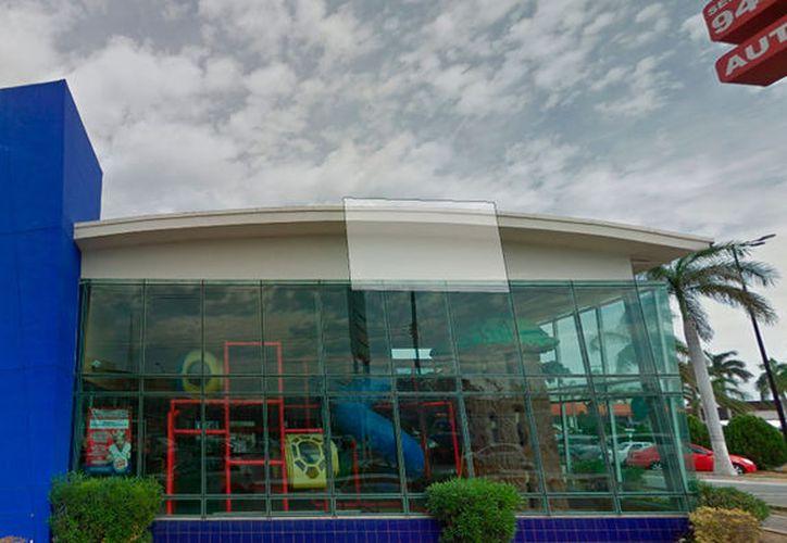 Imagen tomada de Google Stree View, de la sucursal norte de Burger King, en Mérida.  En la cocina del restaurante hubo un incendio.