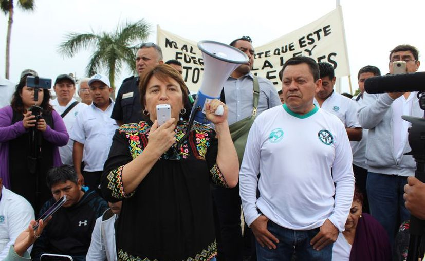 Tras las protestas de los taxistas, se espera que la solución se encuentre en las limitaciones de zonas de trabajo. (Adrián Barreto/SIPSE)