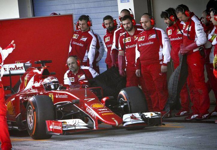 Raikkonen, campeón mundial en 2007 y ahora con Ferrari, cronometró una vuelta de 1 minuto, 20.841 segundos, la más rápida en toda la semana de la pretemporada de la Fórmula Uno. (EFE)
