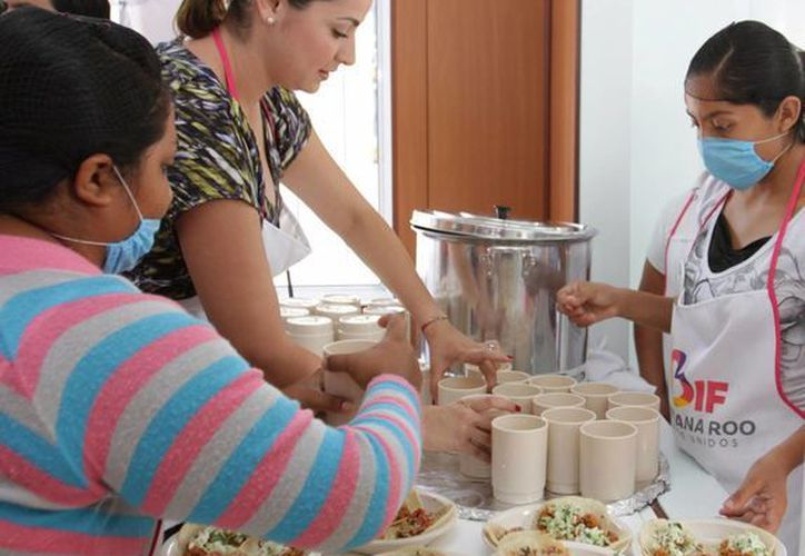 La entidad cuenta ya con 349 desayunadores, que otorgan raciones frías y calientes a escuelas de preescolar y primaria. (Redacción/SIPSE)
