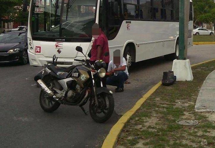 El conductor del camión de transporte público hizo una maniobra temeraria y atropelló a la mujer. (Eric Galindo/SIPSE)