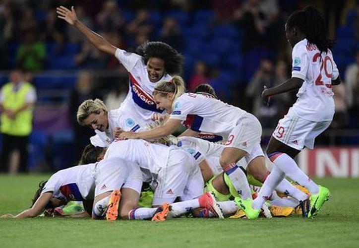 Tras superar la tanda de penales, se coronan campeonas. (Foto: Milenio)