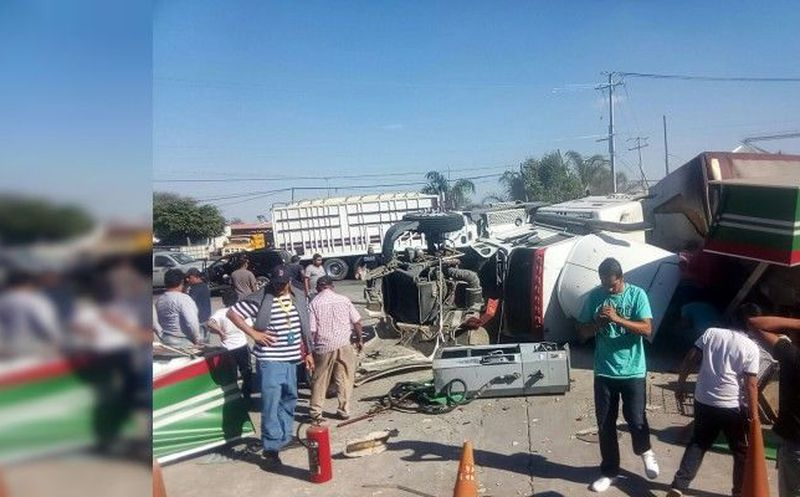 Tráiler deja 6 muertos y 6 lesionados en Vista Hermosa