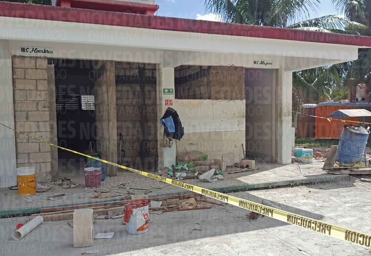 Los trabajos de remodelación de los baños están inconclusos. (Jesús Tijerina/SIPSE)