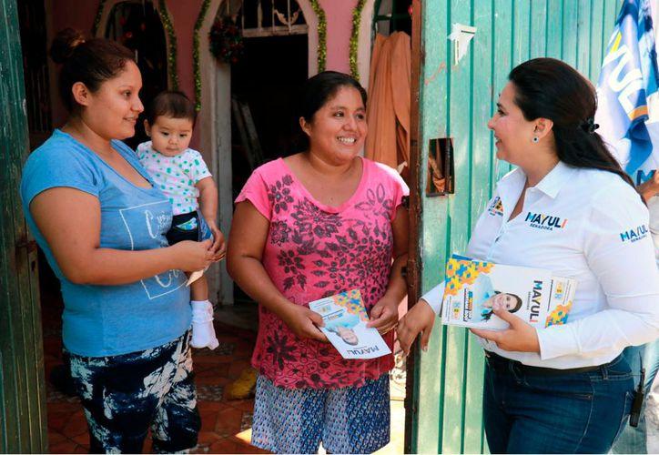 La candidata a senadora, Mayuli Martínez Simón, invitó a los ciudadanos a participar en la consulta ciudadana. (Foto: Redacción/SIPSE)
