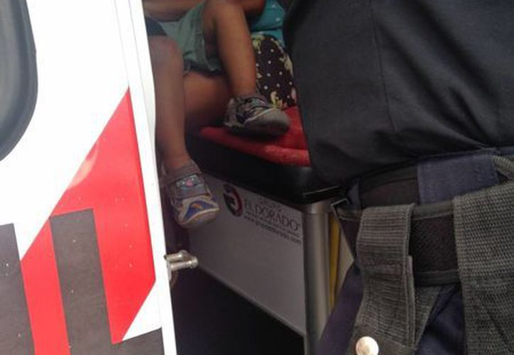 Los elementos de Seguridad Pública llamaron al número de emergencias para atender a la mujer y al menor. (Redacción/SIPSE)