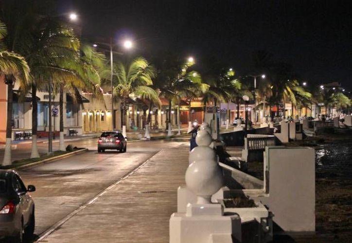 El Banco Mundial estudiará en Cozumel y 31 ciudades mexicanas más, las opciones de energía sustentable para los servicios públicos, como el alumbrado público.  (Gustavo Villegas/SIPSE)