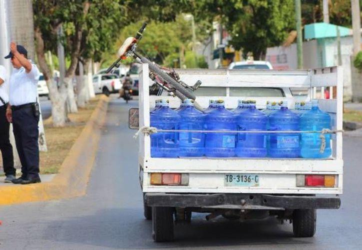 Se registra un aumento en la venta de garrafones con agua purificada. (Gerardo Amaro/SIPSE)