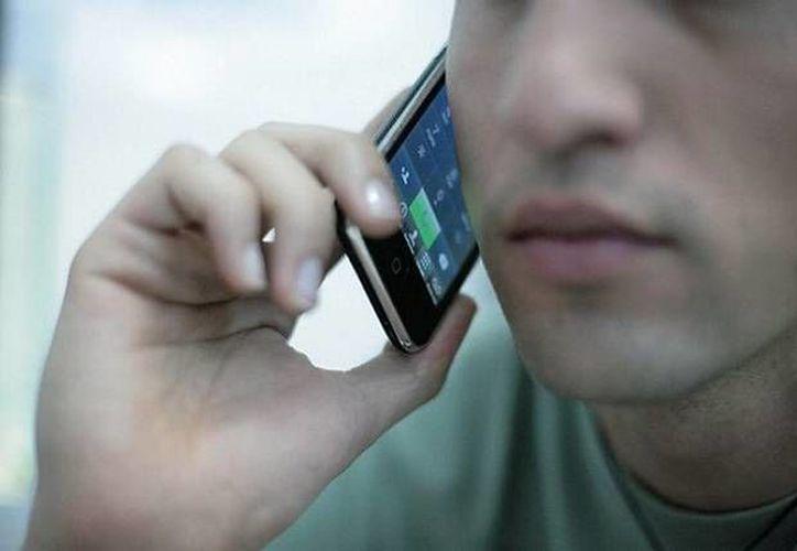 Un operador móvil virtual es una empresa que comercializa servicios de telefonía móvil bajo su propia marca. (signalstelecomnews.com)