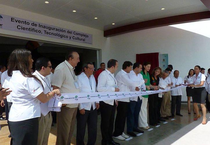 Autoridades en la inauguración de El Planeatario. (Licety Díaz/SIPSE)
