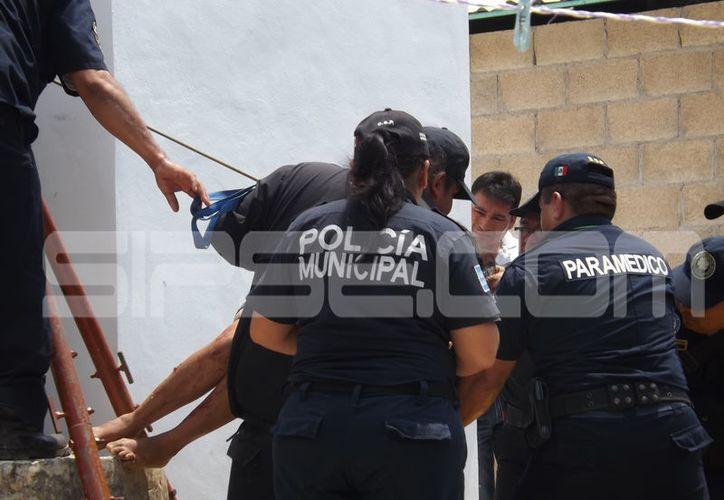 Una empleada doméstica cayó cerca de 15 metros al resbalar hacia adentro de un pozo mientras realizaba sus labores. (Luigi Domínguez/ SIPSE)