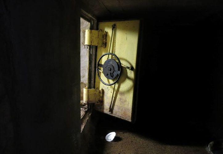 Uno de los accesos al sistema de túneles que tenía 'El Chapo' Guzmán en sus propiedades en Culiacán, Sinaloa, para poder escapar. (Agencias)