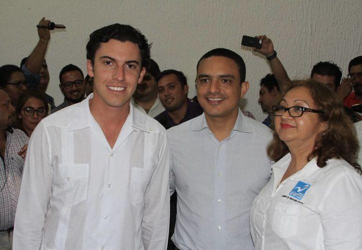 El dirigente del Verde Ecologista, Remberto Estrada; PRI, Raymundo King, y Nueva Alianza, Martha Chan, se unieron. (Claudia Martín/SIPSE)