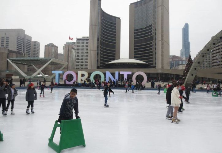 El diplomático destacó que tras la promesa realizada por el Primer Ministro Justin Pierre James Trudeau, de suprimir el documento, se trabaja con el gobierno mexicano para hacerlo de manera efectiva. Imagen de una pista de hielo en Toronto. (Archivo/Notimex)