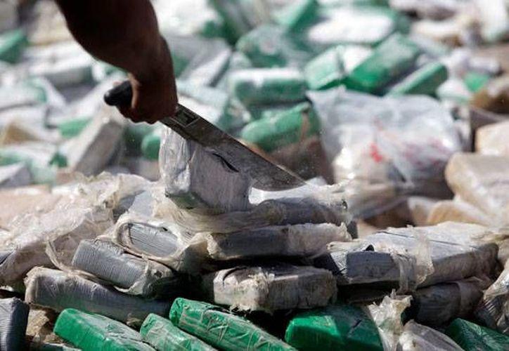 En lo que va del año, las autoridades se han incautado 27.5 toneladas de drogas en aeropuerto y puertos de Guayaquil. (Archivo/AP)