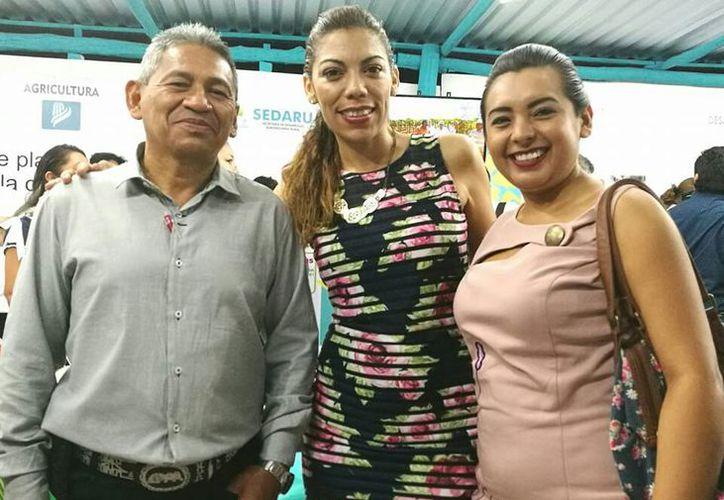 Jessica Vela López (Centro), Subdirectora del la Dirección de Desarrollo Agropecuario, no presentó su declaración. (Alejandro Poot/SIPSE)
