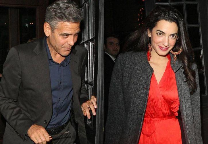 George Clooney se comprometió con la abogada británica Amal Alamuddin.  (msn.com)