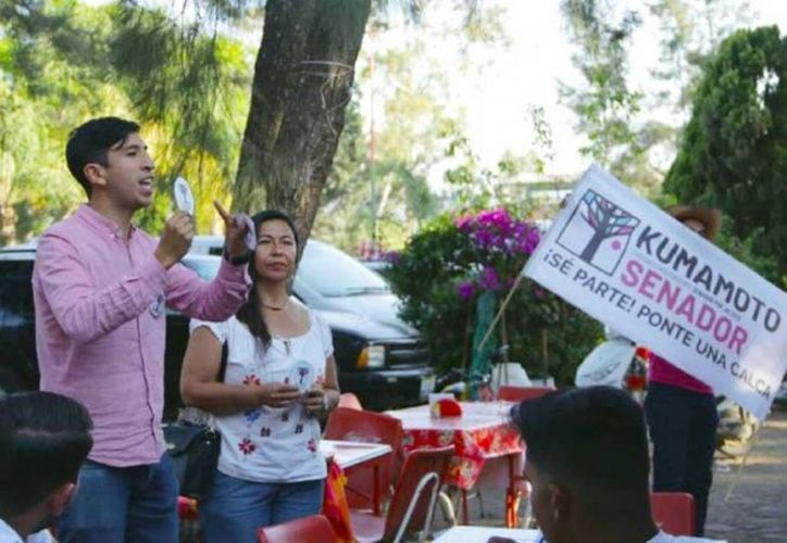 Pedro Kumamoto y su compañera de fórmula Juanita Delgado visitaron distintos municipios de la costa sur de Jalisco. (Excélsior)