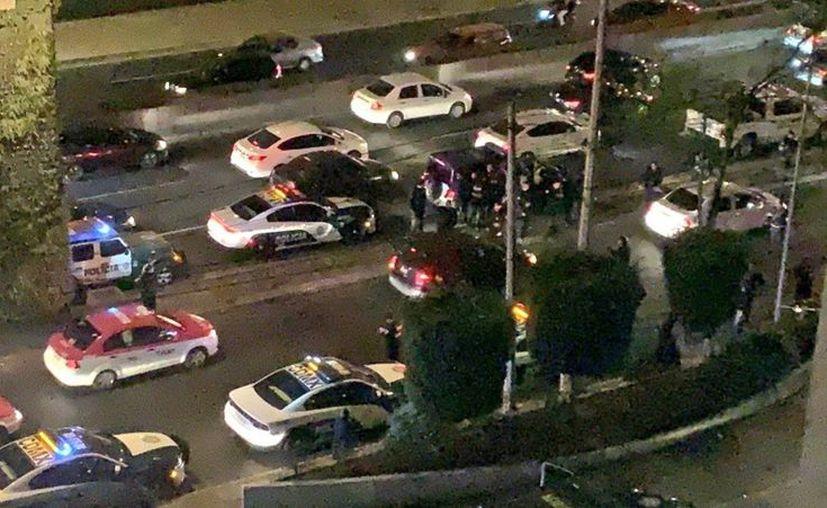 Personas en el lugar corran para refugiarse de los disparos. (Internet)
