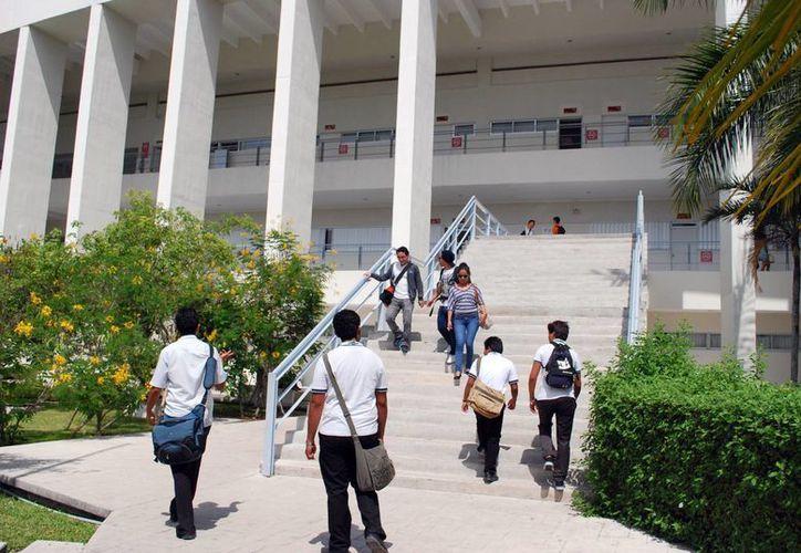 Los estudiantes entregarán el pliego petitorio al nuevo rector de la universidad. (Tomás Álvarez/SIPSE)