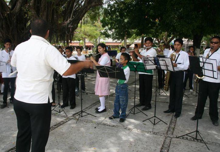 Jóvenes de Cozumel, fueron invitados a formar parte de la Orquesta Sinfonica Juvenil de Quintana Roo. (Luis Ballesteros/SIPSE)