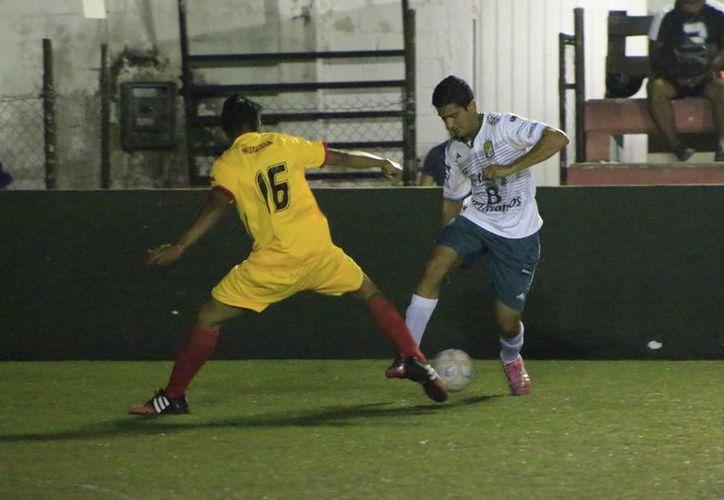 El partido se realizó en  la Unidad Deportiva José Romero Molina.(Miguel Maldonado/SIPSE)