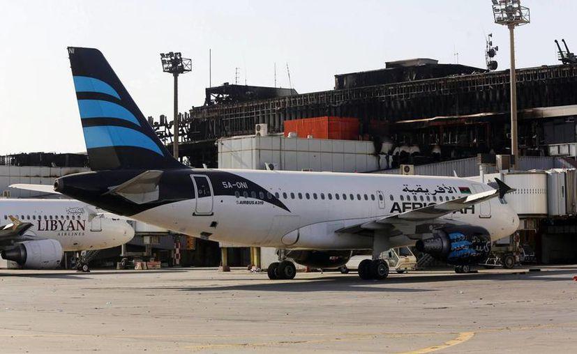 Once aviones de aerolíneas estatales desaparecieron tras la toma del aeropuerto de Trípoli por el grupo Amanecer Libio. (EFE/Archivo)