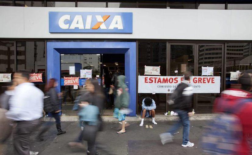 Los sindicatos alegan que la propuesta realizada por la patronal Federación Nacional de Bancos (Fenaban) no contempla la inflación en los últimos doce meses, que fue del 9.75 %. (EFE/Archivo)