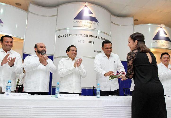 El gobernador Rolando Zapata Bello, en una de las actividades que realizó el martes. (SIPSE)