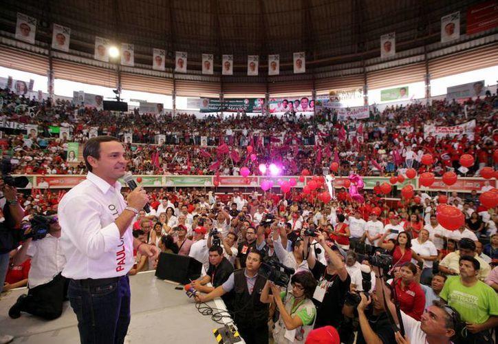"""El candidato de la coalición """"Para que tú ganes más"""" a la alcaldía de Benito Juárez. (Cortesía/SIPSE)"""
